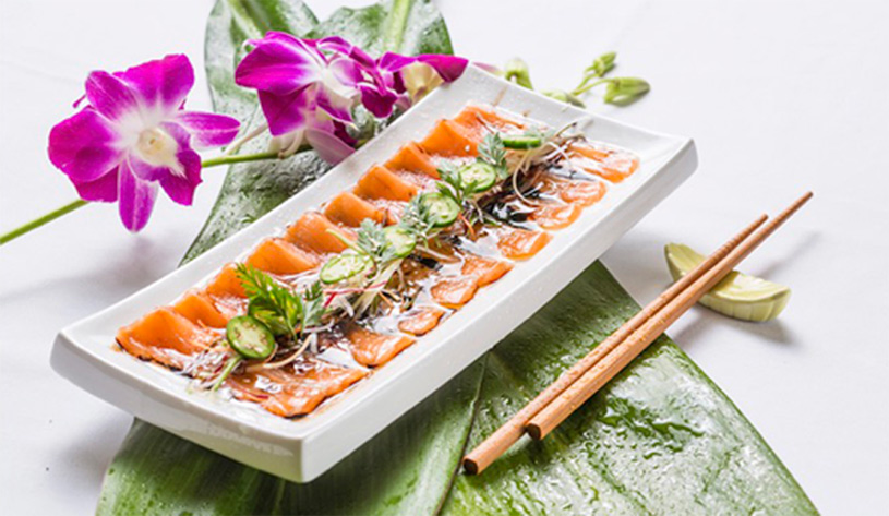 picture of salmon sushi